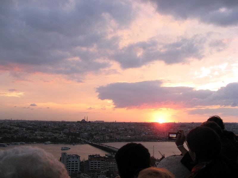 イスタンブール ガラタ塔から沈む夕日を見る
