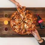 切ったピザでポートフォリオのイメージ