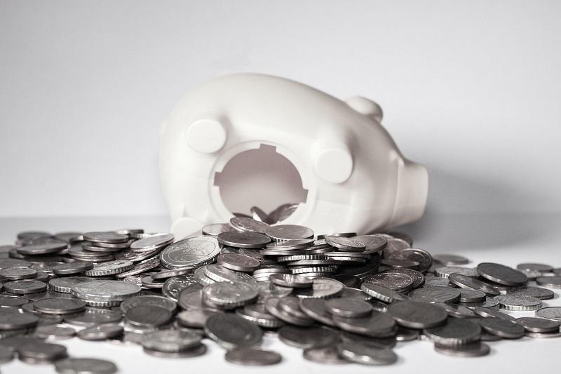 豚の貯金箱からお金があふれるほどの貯金ができた