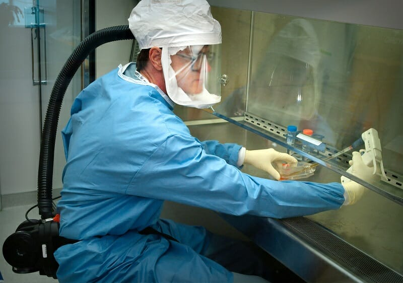 新型コロナのワクチンを開発しているイメージ