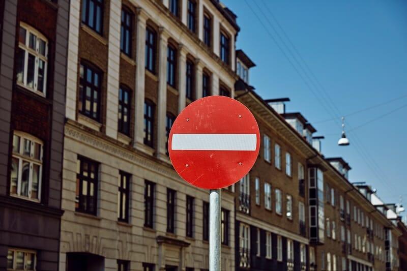 その幸せは買うのをやめろと暗示した標識