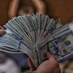 お金をたくさん稼ぐイメージ画像の札束