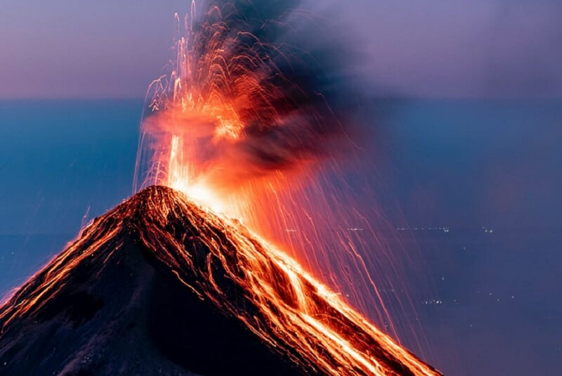 火山の噴火で仮想通貨暴騰のイメージ
