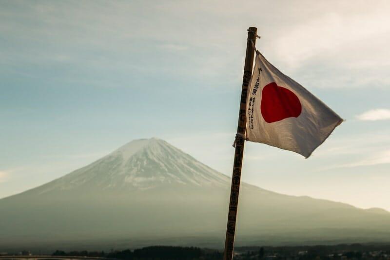 日本国旗と富士山で日本株をイメージ